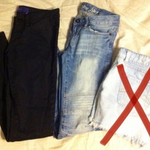 2 pair of jeans both fit like 4